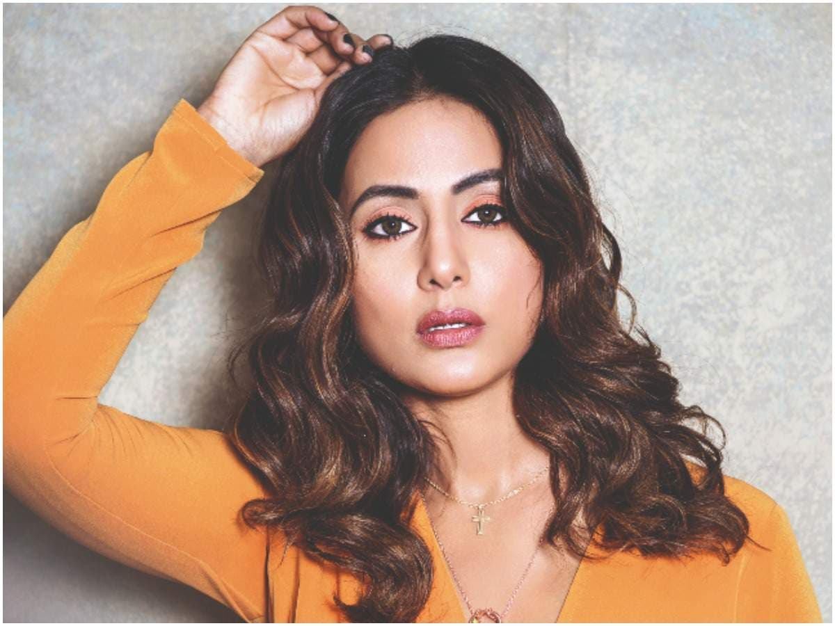 Hina Khan BIo (1)